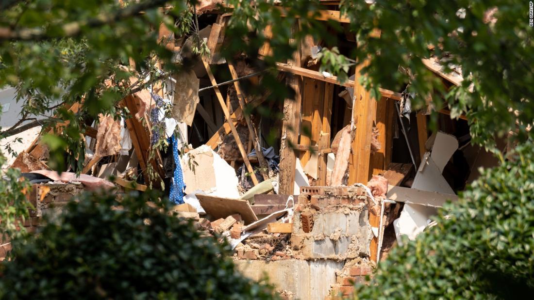 Atlanta-area apartment explosion leaves 4 injured